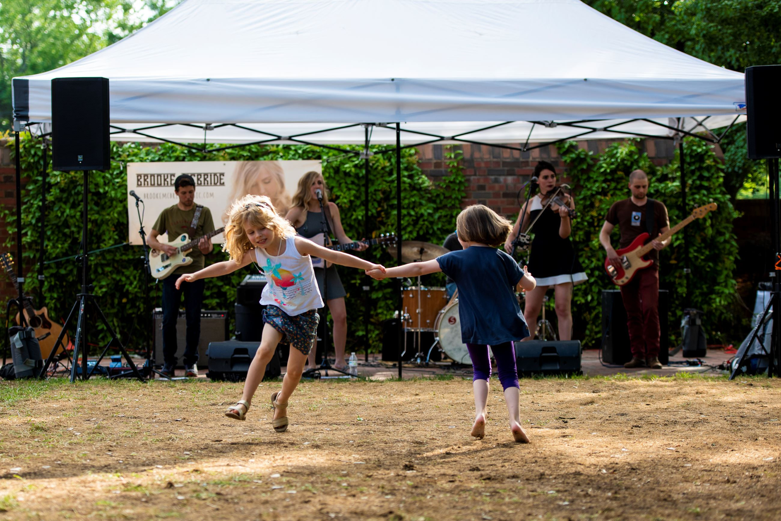 children dancing in front of a band during Carolina Inn's Fridays on the Front Porch event